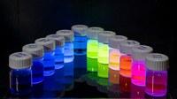 BAM entwickelt die weltweit ersten Standards für fluoreszierende Farbstoffe/Substanzen